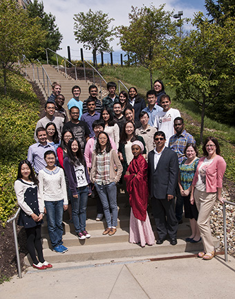School of Pharmacy Welcomes Current Graduate Students 2013 – 2014